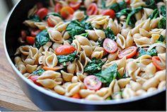 Spinach & Tomato Pasta! Healthy & Easy