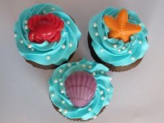 Cupcakes for Little Mermaid party. (Might also be great for beach vacation going-away party. Little Mermaid Cupcakes, Sea Cupcakes, Little Mermaid Birthday, Little Mermaid Parties, Mermaid Cakes, The Little Mermaid, Cupcake Cakes, Disney Cupcakes, Themed Cupcakes