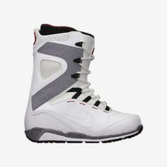 The Nike Zoom Kaiju Men's Snowboarding Boot is made with flexible traction inspired by Nike Free technology for natural range of motion on the mountain. A Flywire lacing system delivers lightweight support and customized lockdown, and an external backstay provides responsive rebound for stability during takeoffs and landings.