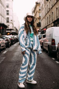 Looks Were a Street Style Favorite on Day 7 of Paris Fashion Week Paris street fashionParis street fashion Denim Street Style, Best Street Style, Street Style Outfits, Autumn Street Style, Street Style Trends, Fashion Weeks, Fashion Outfits, Style Fashion, Fashion Jewelry
