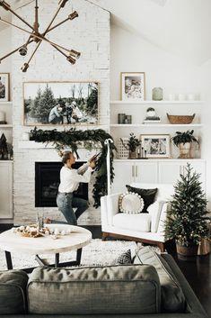 Minimal Holiday Decor + DIY Garland Artificial fir tree as Christmas decoration? An artificial Christmas Tree or perhaps a real one? Christmas Fireplace, Christmas Home, Green Christmas, Christmas Inspiration, Home Decor Inspiration, Decor Ideas, Diy Girlande, Home And Deco, Seasonal Decor
