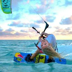 Surfing holidays is a surfing vlog with instructional surf videos, fails and big waves Style Surfer, Surf Style, Kitesurfing, Stand Up Paddle, Sup Surf, Surf Art, Big Waves, Surfs, Surf Girls