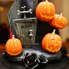 Season's screamings- celebrate the pumpkin king with a Halloween inspired wedding cake