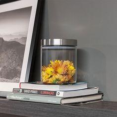 Dê um toque de cor à decoração da sua sala ou escritório criando um arranjo com o pote com tampa de inox da linha Suprema :) #flowers #decor #design