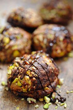 Dorian cuisine.com Mais pourquoi est-ce que je vous raconte ça... : Juste une furieuse envie de cookies le jour de Pâques et forcément… Cookies au chocolat et à plein de trucs… comme des petites collines !