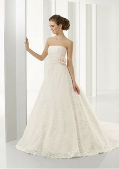 Strapless Straight Neckline A-Line /Princess Skirt with Chapel Train Lace Wedding Dress
