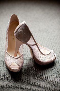 #roze #pumps #bruidsschoenen #trouwschoenen #bruiloft #trouwen #bruiloft #inspiratie #wedding #bridal #shoes #heels #pink #inspiration | Roze bruidsschoenen | ThePerfectWedding.nl | Photography: Anouschka Rokebrand