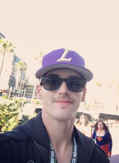That is mikey way! I just saw the eye brows and has line! Emo Bands, Music Bands, Kobra Kid, All Band, Mikey Way, Blink 182, Paramore, Fall Out Boy, Going Home