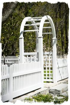 Gorgeous matte finish PVC vinyl white picket fence WITHOUT THE SHINE! #illusionsfence has done it. Taken away the shiny white vinyl and replaced it with matte finish white. One of the most popular fence trends of the new year is going to be matte finish PVC fence. Check out the Grand Illusions Color Spectrum Patio White (L101) in this image.