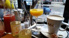 Frühstücken kann man bei Ströck-Feierabend nur am Wochenende (und Feiertagen), denn wochentags sperrt das Lokal erst ab 16h-24h auf, wie schon der Name vermuten lässt. Ohne Reservierung läuft hier ...