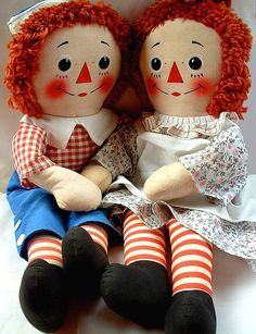 VINTAGE Raggedy Ann and Andy...I made a set just like these for my first child.  WISH I still had them<3