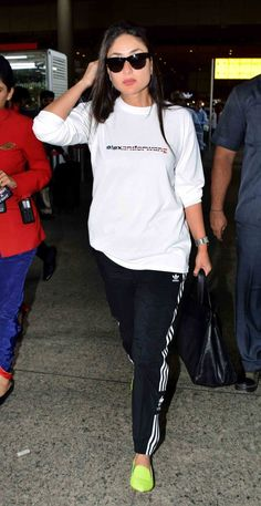 Kareena Kapoor Khan is back to the bay after spending quality time in London with Celebrity Airport Style, Celebrity Style Dresses, Celebrity Style Casual, Cute Comfy Outfits, Sporty Outfits, Stylish Outfits, Bollywood Girls, Bollywood Style, Karena Kapoor