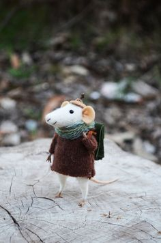 Hey, I found this really awesome Etsy listing at https://www.etsy.com/listing/202805187/little-traveler-mouse-felting-dreams