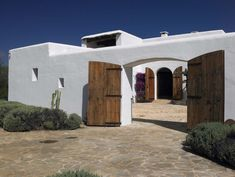 The fusion of Ibizan traditions with function, form, and taste is the hallmark of a Blakstad Ibiza house project. Mediterranean Architecture, Mediterranean Homes, Spanish Style Homes, Spanish House, Rustic Houses Exterior, Mexico House, Adobe House, Courtyard House, White Houses