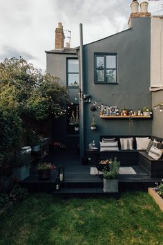 Dark wooden decking, garden furniture and decor inspiration to help you to make your outside living space an extension of your home. Garden Spaces, Garden Ideas For Small Spaces, Small Garden Decking Ideas, Narrow Backyard Ideas, Small Garden Inspiration, Small Patio Ideas On A Budget, Design Inspiration, Back Garden Design, Small Courtyards