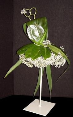 Captivating Choosing Your Wedding Flowers Ideas. Remarkable Choosing Your Wedding Flowers Ideas. Contemporary Flower Arrangements, Creative Flower Arrangements, White Flower Arrangements, Ikebana Flower Arrangement, Floral Centerpieces, Arte Floral, Deco Floral, Flower Show, Flower Art