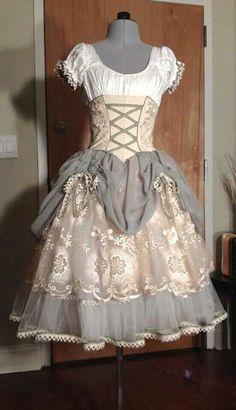 A slightly more renaissance dress than she'd normally wear. A slightly more renaissance dress than she'd normally wear. Estilo Lolita, Dance Outfits, Cute Outfits, Pretty Dresses, Beautiful Dresses, Princesa Tutu, Tutu Ballet, Tutu Costumes, Ballet Costumes