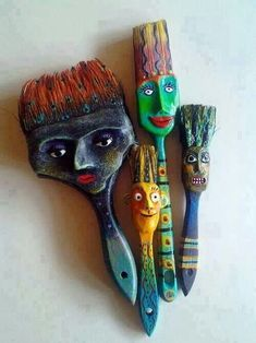 Neat idea! Recycled paint brushes!! Would be a cute craft for kids