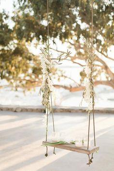 Chic White Decor in this Grecian Wedding #destinationweddings #elegantweddingdecor #whiteweddingpalette