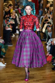 Erdem Fall 2019 Ready-to-Wear Collection - Vogue Edgy Dress, Erdem Moralioglu, Exclusive Clothing, Fashion Beauty, Womens Fashion, Cheap Fashion, Vogue Russia, Trends, Fashion Show Collection