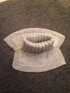 Storebror trengte en ny hals, så da gikk jeg straks i gang med oppgaven. Knitting Charts, Baby Knitting Patterns, Free Knitting, Crochet Fish, Knit Crochet, Knitting For Kids, Knitting Projects, Baby Barn, Crochet Home Decor