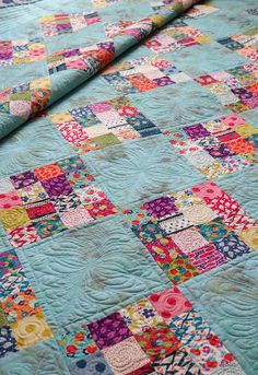 This kind of patchwork quilts is a very inspirational and wonderful idea Jellyroll Quilts, Patchwork Quilting, Scrappy Quilts, Easy Quilts, Strip Quilts, Amish Quilts, Blue Quilts, Scrap Quilt Patterns, Jelly Roll Quilt Patterns