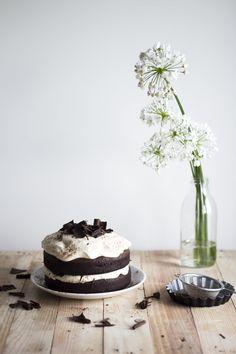 Dark chocolate Cake w Caramel Mascarpone Cream | Migalha Doce