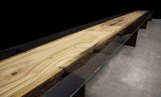 John Houshmand a dat o nouă interpretare ideii de masă din lemn masiv, iar rezultatul e minunat!