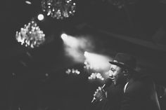 Aloe Blacc singing @ilsalviatino for this gorgeous wedding ! style and floral  Fluida Design