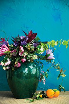 Gorgeous summer flower arrangements to inspire your florals. A crash course in crafting high-impact summer bouquets. For more flower ideas and floral inspirations go to Domino. Summer Flower Arrangements, Summer Flowers, Flower Vases, Fresh Flowers, Flower Art, Floral Arrangements, Beautiful Flowers, Flower Ideas, Orchid Flowers