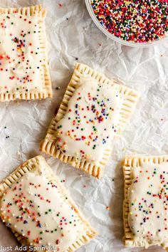 You can make your own pop tarts at home! And they're so much yummier than the store bought. These have a thick strawberry filling and are coated with a yummy vanilla glaze and of course, garnished with sprinkles! Homemade version of Pop-tarts Just Desserts, Delicious Desserts, Dessert Recipes, Yummy Food, Recipes Dinner, Brunch Recipes, Yummy Treats, Sweet Treats, Brownies