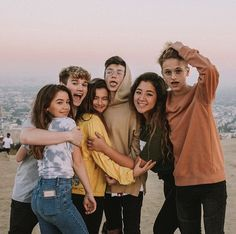 friend photos I'm Going On Tour Baby! Friends Group Photo, Friend Group Pictures, Best Friend Photos, Best Friend Goals, Group Photos, Adult Family Photos, Squad Pictures, Bff Pictures, Friendship Pictures