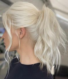 25 trendy hair colors to adopt for summer - Blond platine / Blond polaire - cheveux Ice Blonde Hair, Medium Blonde Hair, Blonde Hair Shades, Blonde Hair Looks, Brown Blonde Hair, Platinum Blonde Hair, Blonde Color, Beach Blonde Hair, Brown Hair Inspiration