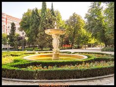 Jardines  del Retiro fuente de las sirenas en la puerta de Hernani.  Retiro gardens Fountain of sirens at Hernani's door