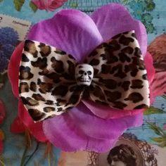 Fermaglio per capelli realizzato a mano in stile rockabilly horror dark zombie pin up gothic kawaii Hawaii frida kahlo