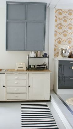 So calm- love the simple cabinets, gray and cream coloring and the neutral wall paper print.