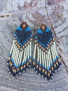 Seed Bead Earrings, Fringe Earrings, Beaded Earrings, Seed Beads, Hand Painted Furniture, Beading Patterns, Beadwork, Diy Jewelry, Crochet Top