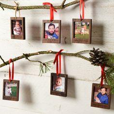 polaroid-fotos-deko-weihnachten-tannenzweige-tannenzapfen-holz-rahmen Polaroid Foto, Frame, Christmas, Home Decor, Homemade Frames, Paint Picture Frames, Polaroid Pictures, Pine Cones, Branches