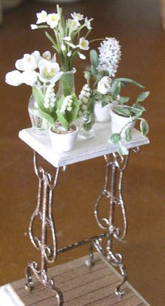 I don't usually care for flowers but this arrangement  is amazing ------- Gorgeous miniature flowers and table by Dollhouse Rosy