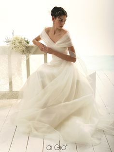 Le Spose di Gio based in Italy. photo's of Gowns. Dream Wedding Dresses, Bridal Dresses, Wedding Gowns, Bridesmaid Dresses, Pretty Dresses, Beautiful Dresses, Gorgeous Dress, Wedding Attire, Dream Dress