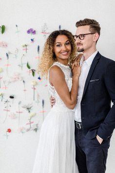 beloved – das Hochzeitsfestival für trendige Brautpaare Couple Photos, Couples, Wedding Dresses, Fashion, Newlyweds, Couple Shots, Bride Dresses, Moda, Bridal Wedding Dresses