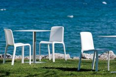 Looking for SNOW Seating? Cafe Culture offers quality product designed by PEDRALI and made in ITALY. Outdoor Chairs, Outdoor Furniture, Outdoor Decor, Wear Sunscreen, En Stock, Sun Lounger, Hammock, Snow, Modern