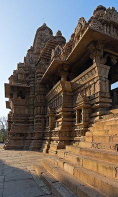Indian Temple Architecture, India Architecture, Ancient Architecture, Beautiful Architecture, Temple India, Hindu Temple, Varanasi, Angkor, Khajuraho Temple