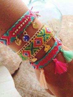 How to Make a Simple Friendship Bracelet with Letters Step b Macrame Jewelry, Fabric Jewelry, Diy Jewelry, Jewelery, Thread Bracelets, Handmade Bracelets, Beaded Bracelets, Friendship Bracelet Patterns, Friendship Bracelets