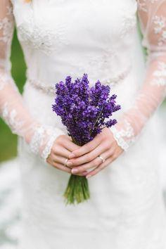 Lavender bundle for bridal bouquet | Image by Eline Jacobine