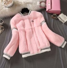Outerwear Type: Real Fur Baseball JacketSleeve Length(cm):LongCollar: O-NeckMaterial: Rabbit Fur,FurStyle: CasualModel Number: Type: Single Breaste Fur Fashion, Fashion Outfits, Womens Fashion, Winter Wear, Autumn Winter Fashion, Merian, Cute Coats, Sporty Outfits, Faux Fur Collar