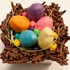 - Def doing this for Easter - Cake pop eggs in a cookie haystack basket - All edible.add marshmallow bunnies for extra cuteness! Chocolate Haystacks, Chocolate Covered Pretzels, Lamb Cupcakes, Cupcake Cakes, Mini Cakes, Spring Recipes, Easter Recipes, Haystack Cookies, Easter Cake Pops