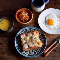 朝ごはんは、困った時のトマトチーズトースト。  食パンのはしっこ(耳の部分)って結構好きなんですが、このトーストには特に合いますね♡    #food #foodgasm #breakfast #朝ごはん#朝食#おうちごはん #パン - @yuriri51- #webstagram