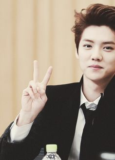 LuHan / EXO.     Omg soooo cute yet manly hehe 사랑해!!!