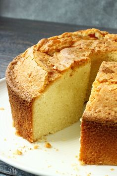Both dense and moist, this Whipping Cream Pound Cake Recipe is a tried and true cake recipe that will become your family favorite! Recipe For Whipping Cream Pound Cake, Cream Cheese Pound Cake, Recipes With Whipping Cream, Heavy Cake Recipe, Just Desserts, Delicious Desserts, Dessert Recipes, Yummy Food, Dessert Food